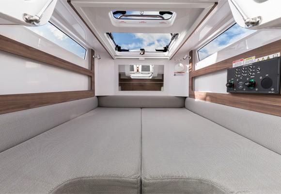 Кровать в кормовой каюте